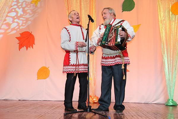 гармонист из Первомайского Б.Н. Потапов